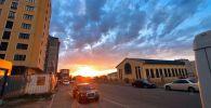 Красивый закат в Бишкеке. Снимок заката был сделан в микрорайоне Джал примерно в 19:40