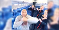 Southwest авиакомпаниясынын билетин сатып алган саякатчы Сет Томас аба кемесинде жалгыз учуп барарын борттун ичине киргенде билген.