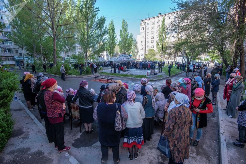 Церемонию прощания провели возле его дома в микрорайоне Тунгуч