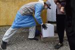 Волонтерлор гуманитардык жардам берип жаткан убакытта. Архив