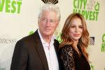 Голливудский актер Ричард Гир и Алехандра Силва присутствуют на 36-м ежегодном ежегодном благотворительном вечере City Harvest на 42-й улице Cipriani в Нью-Йорке. 30 апреля 2019 года