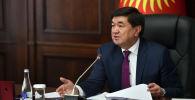 Премьер-министр КР Мухаммедкалый Абылгазиев во время внеочередного заседания Евразийского Межправительственного совета в режиме видеоконференцсвязи