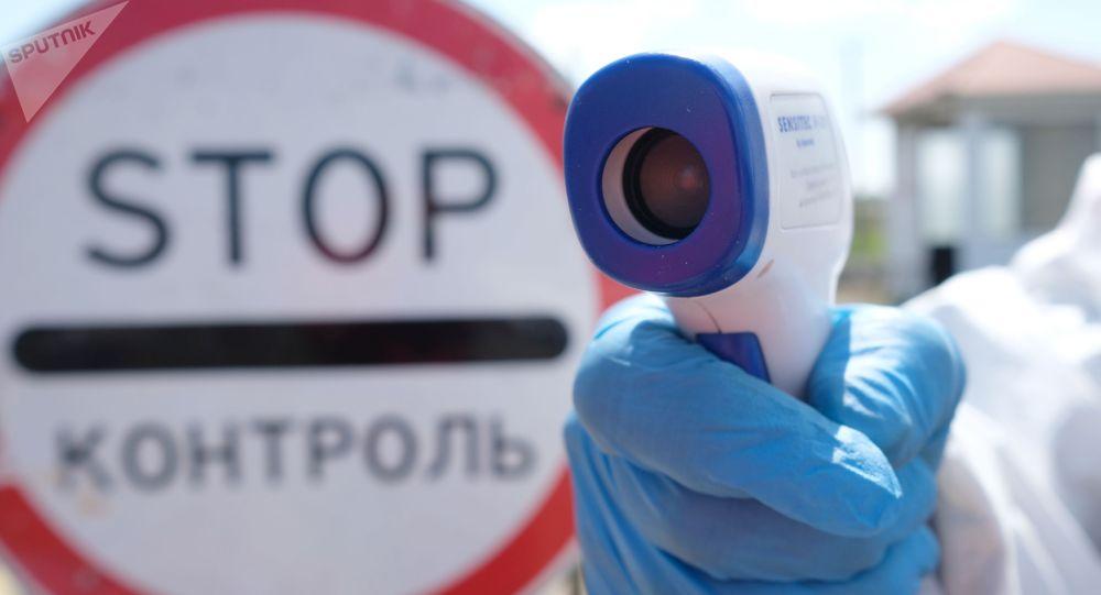 Санитарно-эпидемиологический контроль на посту. Архивное фото