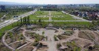 Несмотря на режим чрезвычайного положения, в Бишкеке продолжается строительство нескольких парков. В этом году откроются Парк здоровья, зона отдыха на пересечении улиц Манаса и Боталиева, а также парк имени Чолпонбая Тулебердиева.