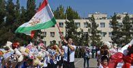 Душанбедеги мектептердин бири. Архивдик сүрөт