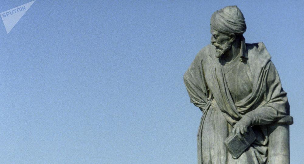 Памятник философу и ученому Абу Али Ибн Сино (Авиценна) в Бухаре. Архивное фото