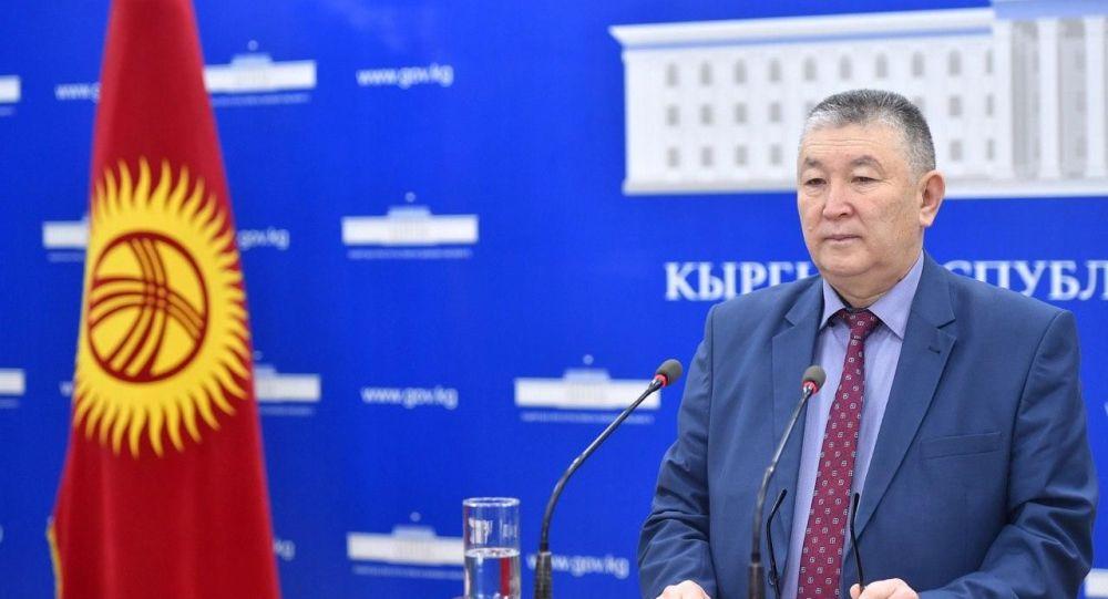 Заместитель министра здравоохранения Нурболот Усенбаев на брифинге Минздрава КР. 27 апреля 2020 года