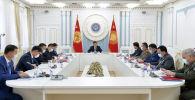 Президент Сооронбай Жээнбеков бүгүн, 28-апрелде, Коопсуздук кеңешинин чакан курамда жыйынын өткөрүп жатат