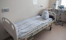 Койка в палате для больных коронавирусом. Архивное фото