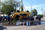 Машина марки BMW упала в быстротечный канал на пересечении улиц Калинина и Салиевой в Бишкеке