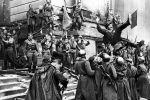 Кадр из художественного фильма Битва за Берлин из фильма-киноэпопеи Освобождение, состоящего из пяти фильмов. Архивное фото
