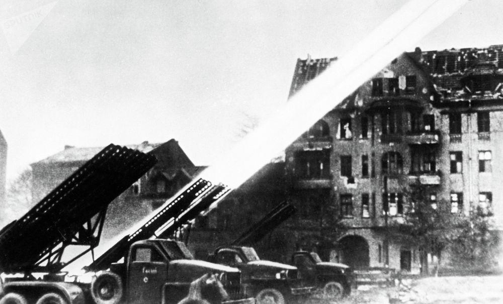 Ракетные установки Катюша тоже внесли свой вклад в штурм немецкого города