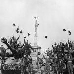 Советские танкисты в Берлине в 1945 году