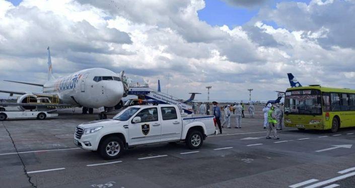 В рамках реализации ранее достигнутых договорённостей с эмиратской стороной по маршруту «Дубай-Бишкек» в Кыргызстан прибыли 180 наших граждан. 3 мая 2020 года