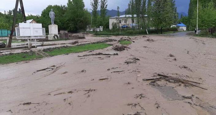 Последствия схоа лавины в селе Жаны-Жол Аксыйского района
