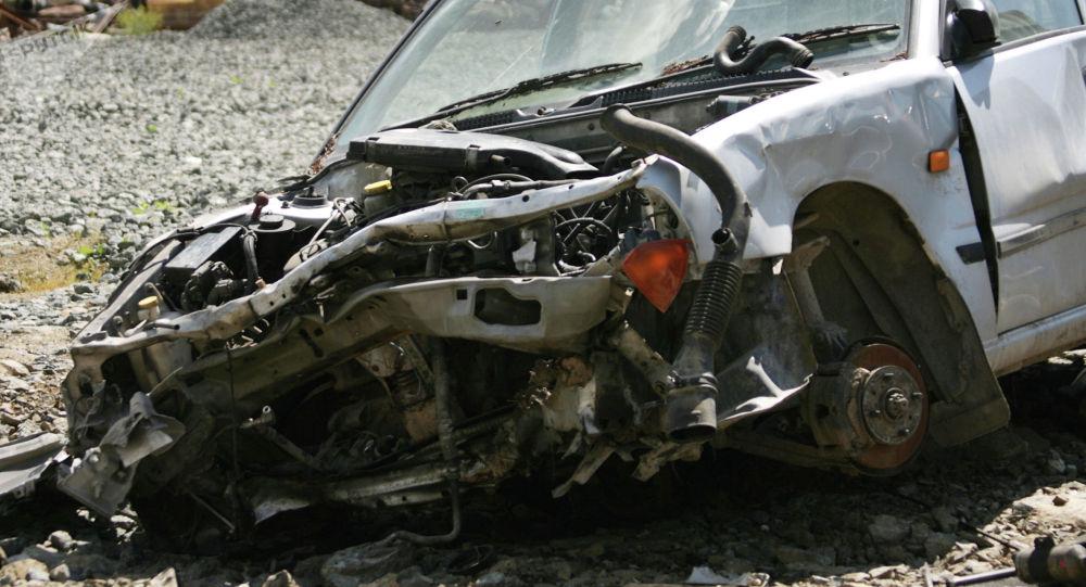 Машина в аварийном состоянии на свалке. Архивное фото