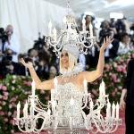 В прошлом году певица Кэти Перри решила сделать бал посветлее