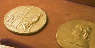 Золотая медаль Пулитцеровской премии. Архивное фото