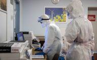 Медицинские работники приемного отделения больницы. Архивное фото