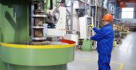 Карусельный станок 1516Ф1-300 на испытании в цехе окончательной  сборки на предприятии ООО Южный завод тяжелого станкостроения (ЮЗТС) в Краснодарском крае.