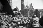 Советские солдаты ведут уличный бой. Архивное фото
