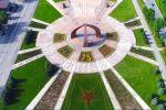 Бишкек мэриясы Улуу Жеңиштин 75 жылдыгына карата Жеңиш аянтында кызыл жыздыздын формасында гүлдөрдү отургузушту.