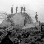 Красноармейцы стоят на обломках одного из немецких дотов, взорванных советскими войсками. Ленинградский фронт.