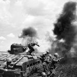 Танковый десант майора Мозгова ведет бой в районе Змиева. Юго-Западный фронт.