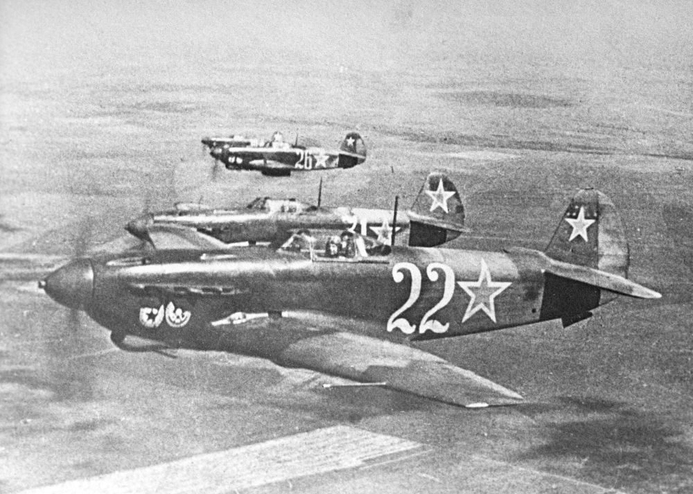 Советский одномоторный самолет-истребитель Як-9
