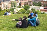 Аял балдары менен Мадридтин паркында. Архив