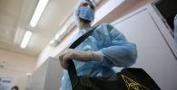 Ооруканадагы медик. Архивдик сүрөт
