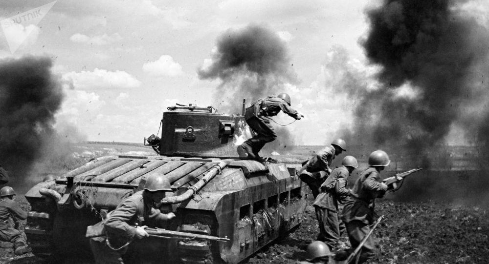 Великая Отечественная война 1941-1945 гг. Танковый десант ведет бой. Архивное фото