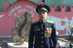 Начальник штаба Объединенной российской военной базы Денис Сафонов поздравил кыргызстанцев с 75-летием Великой Победы на кыргызском языке.