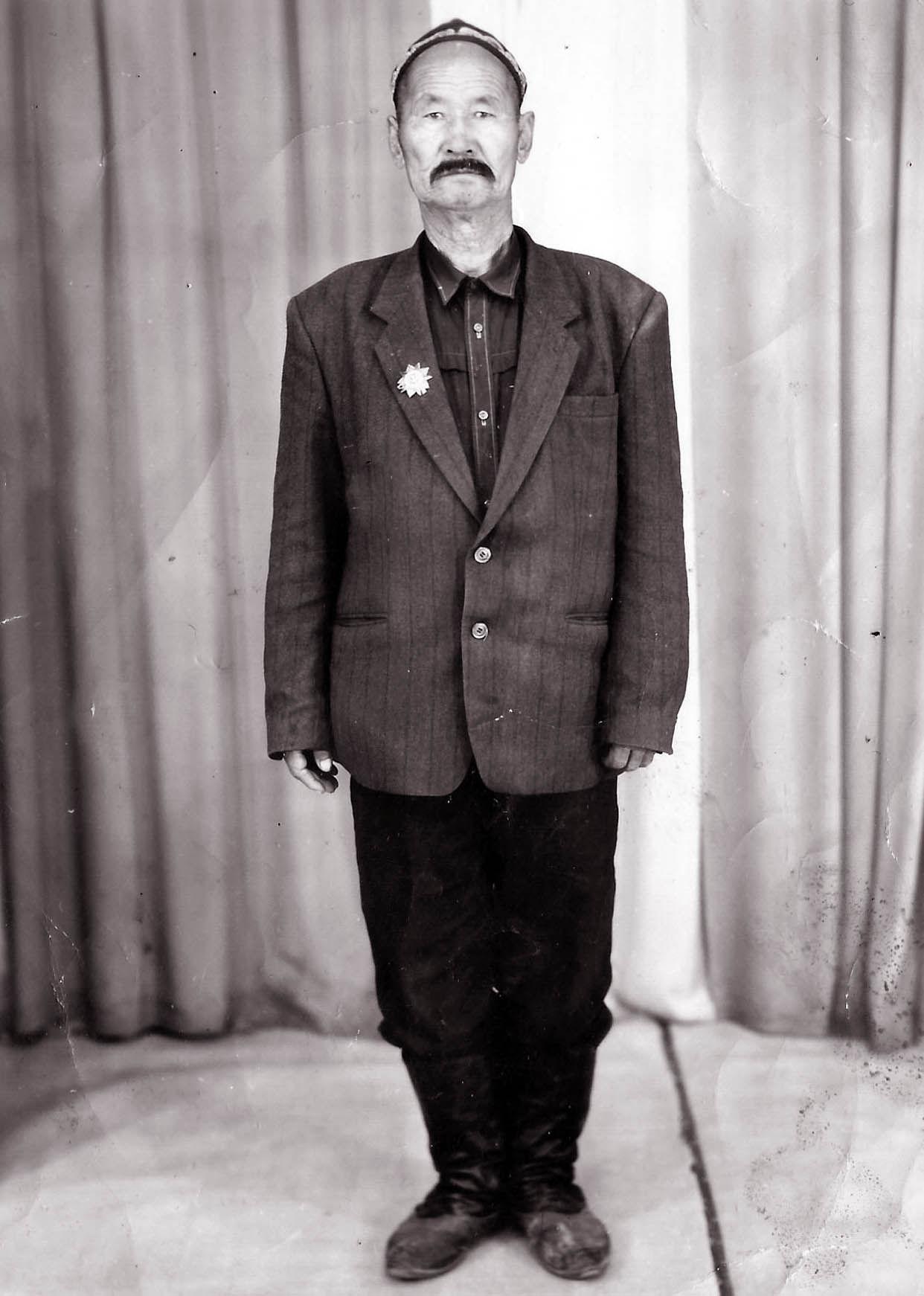 Ветеран Великой Отечественной войны Илемзаз Ливазов. Пржевальск 1985 год
