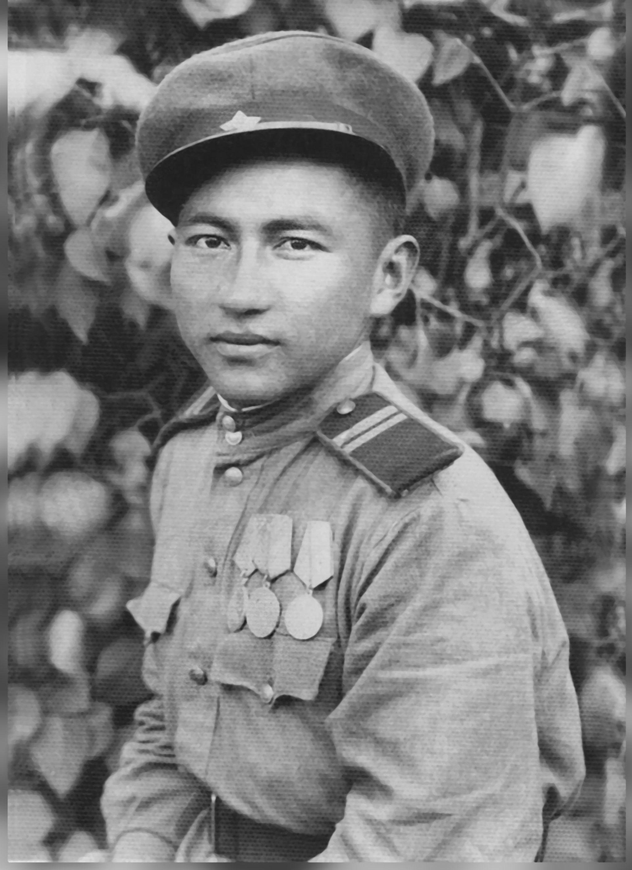 Ветеран Великой Отечественной войны Макай Усупов в Восточной Пруссии в 1945 году.