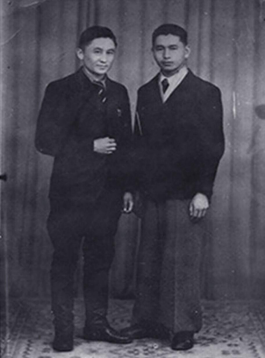 Ветеран Великой Отечественной войны Маана Абылов и Ишен Тойчубеков в Южной Франции в 1944 году.