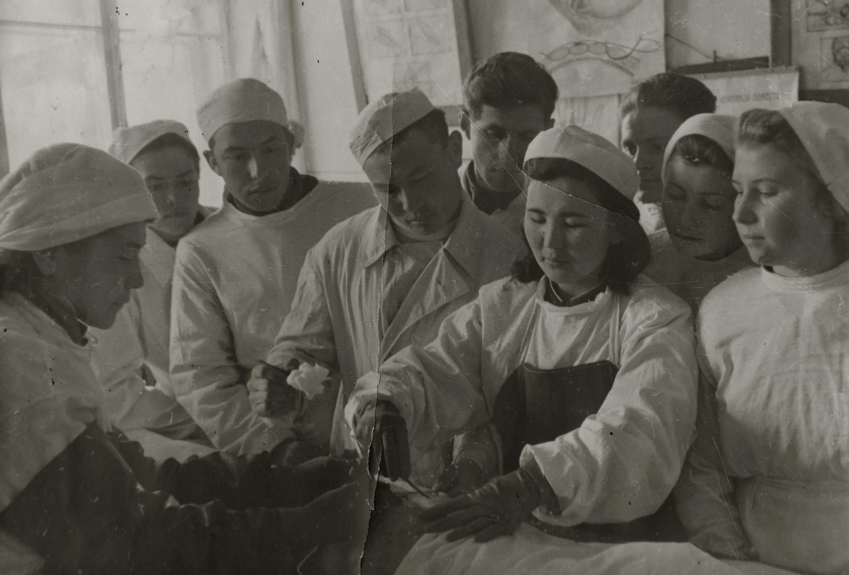 Ветеран Великой Отечественной войны, капитан Рафа Айдарбекова во время операции в Фрунзе