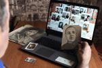 Мужчина смотрит онлайн-трансляцию акции Бессмертный полк в своей квартире в Тамбове. На фотографии ветеран Великой Отечественной войны Илья Иванович Власов. Архивное фото