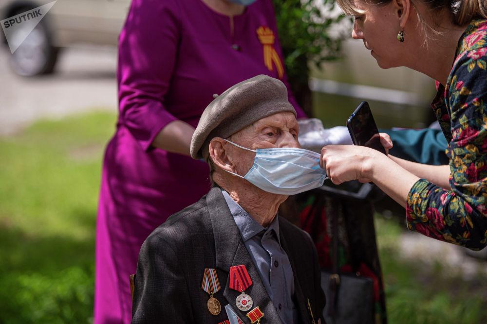 Однако в связи с эпидемиологической ситуацией, в этом году 75-летие Победы отмечается в условиях карантина.