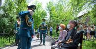 Одновременно им вручили юбилейные медали 75 лет Победы в Великой Отечественной войне 1941–1945 годов от имени президента России.