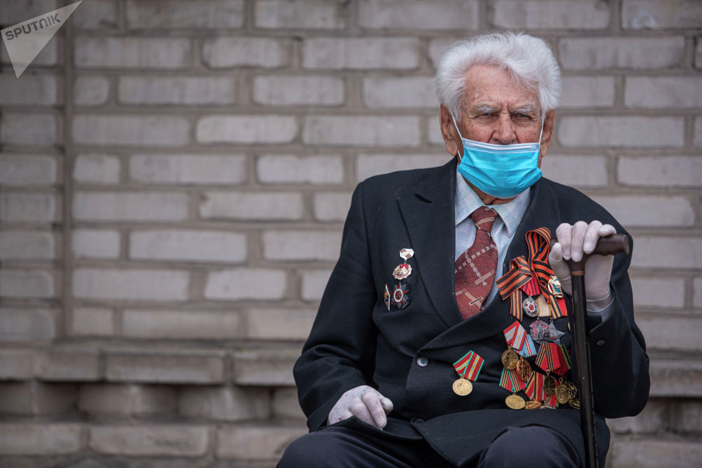 За время войны из Кыргызской ССР было мобилизовано около 365 тысяч жителей, почти 115 тысяч погибли.