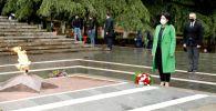 Президент Грузии Саломе Зурабишвили почтила память героев Великой Отечественной войны в парке Ваке в Тбилиси
