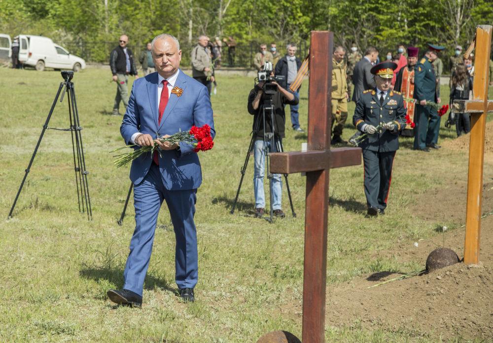 Молдовада Шерпенский пладцарм мемориалдык комплексинде 1944-жылы өлкөнү баскынчылардан бошотууда курман болгон Кызыл Армиянын 45 жоокеринин сөөгү кайра коюлду. Иш-чарага Молдованын президенти Михаил Додон катышты.