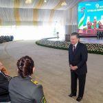 Өзбекстанда өлкө президенти Шавкат Мирзиёев Улуу Ата Мекендик согуштун ардагерлерин Жеңиш паркынын амфитеатрында куттуктады