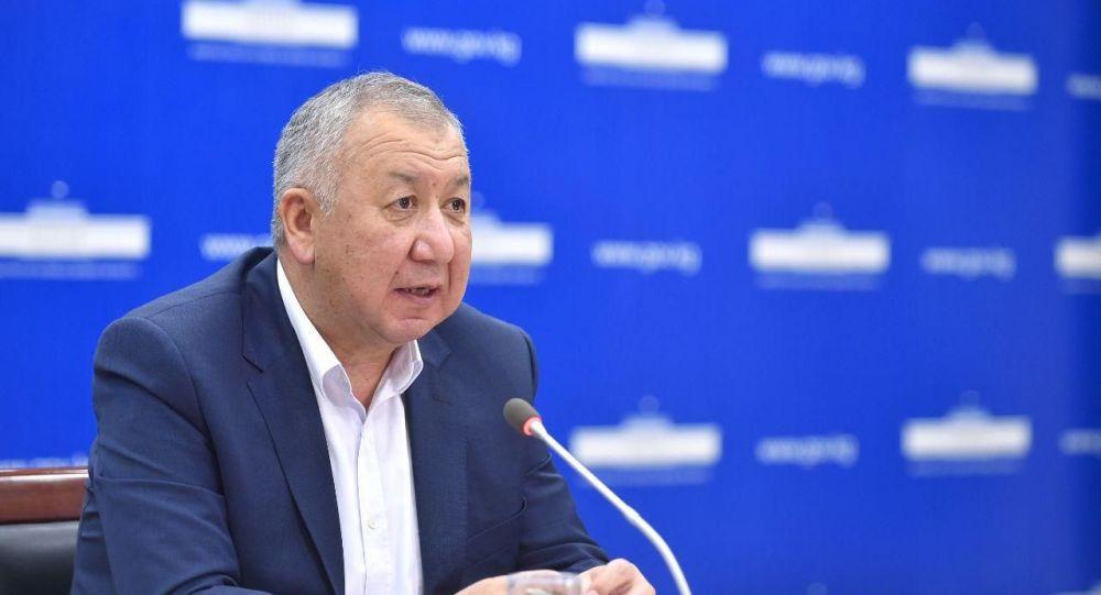 Первый вице-премьер-министр Кубатбек Боронов на брифинге 10 мая 2020 года