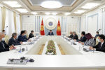 Президент КР Сооронбай Жээнбеков во время встречи с представителями бизнес-ассоциаций Кыргызстана