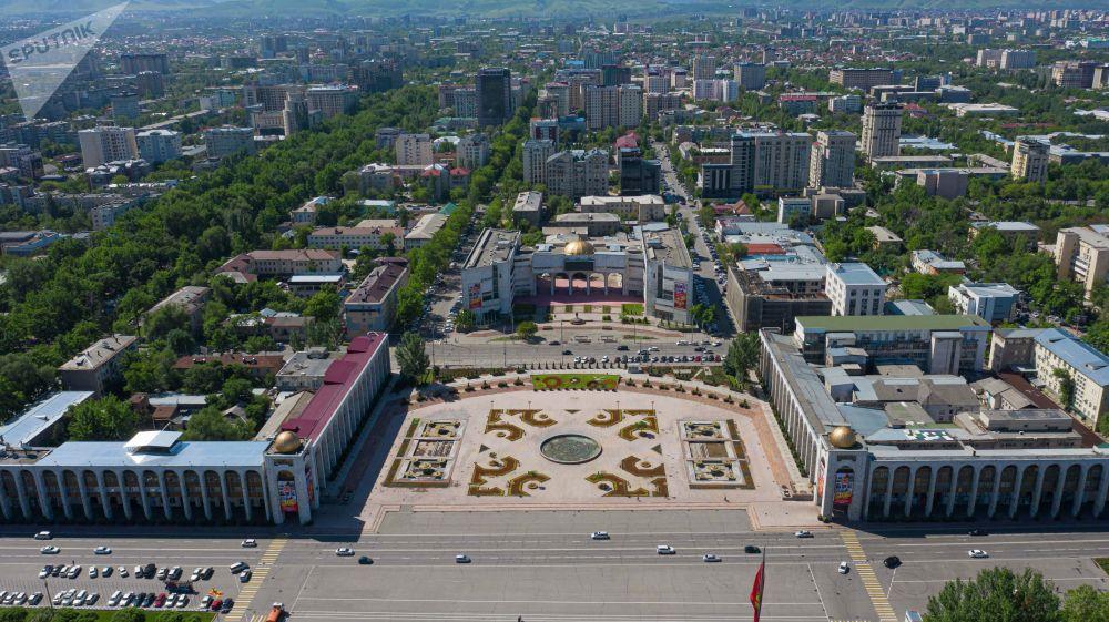 Вид на площадь Ала-Тоо, после завершения режима чрезвычайного положения в Бишкеке