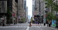Эркектер иттер менен сейилдөөдө, 5-авенюда,  Манхэттенде, Нью-Йорк, АКШ