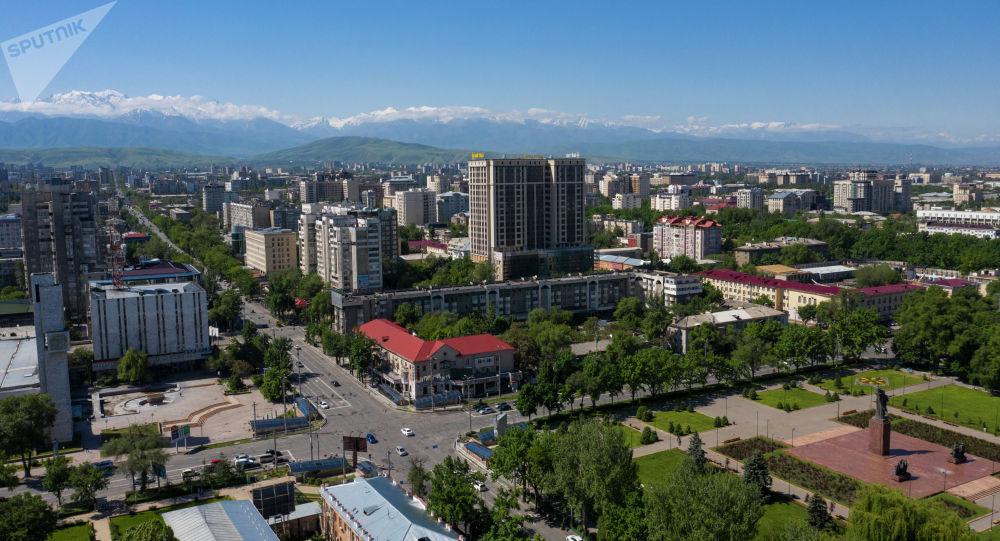 Вид на пересечение улиц Киевская и Абдрахманова в Бишкеке с высоты. Архивное фото