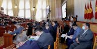 Члены правительства и депутаты на заседании ЖК где рассматривается отчет правительства КР